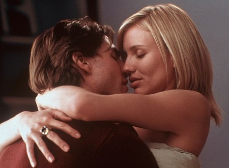 Cruise gets it on with Cameron (Diaz, not Crowe)